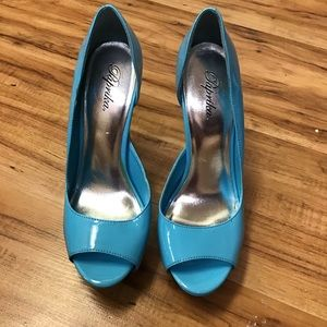 Paprika blue heel